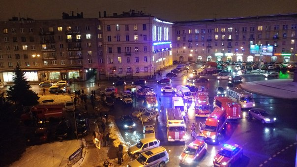 В магазине «Перекресток» в Петербурге произошел взрыв. Онлайн-трансляция