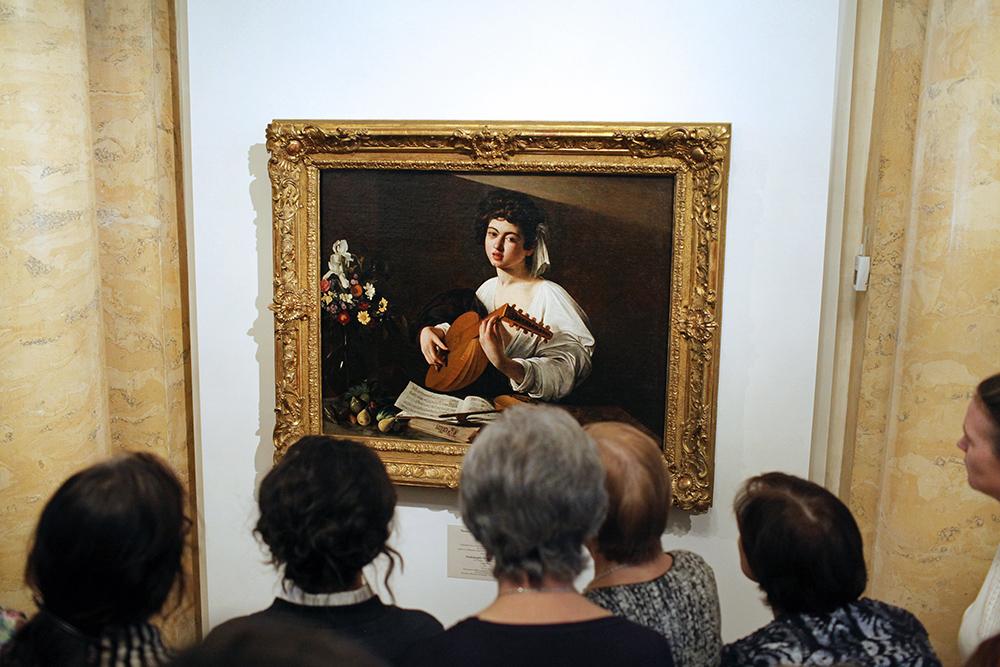 В Эрмитаже после реставрации выставили единственную в России картину Караваджо — «Юношу с лютней»