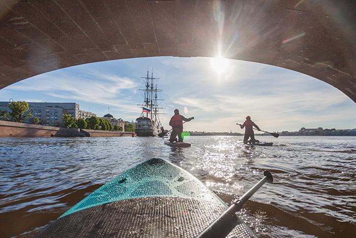 «Если мы потеряем движ на воде, Петербург лишится изюминки»: каякер, байдарочник и сап-серфер — о том, как начали кататься в центре города и что будет, когда это запретят