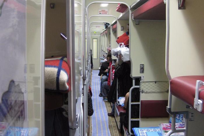 РЖД рассказала, могут ли пассажиры поезда не пускать на нижние полки соседей с верхних полок