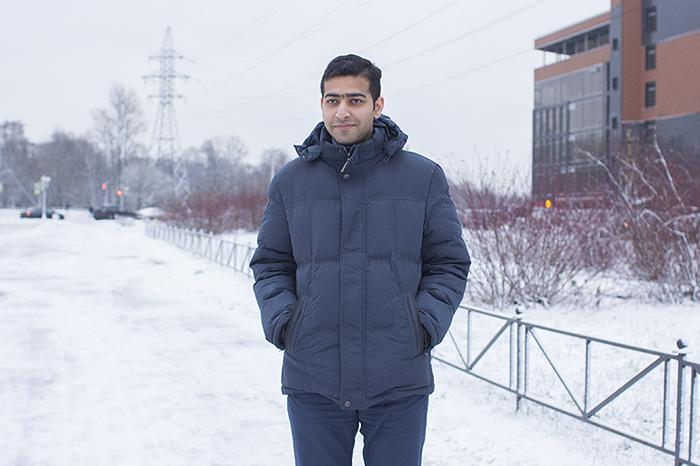 Индиец Горав Саини — о фильме «Ирония судьбы», блинах и о том, как зимой в Петербурге чувствует себя Бэтменом в Готэм-Сити