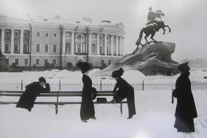 Лисьи шубы, муфты и шерстяное белье: что носили петербуржцы зимой в XIX и XX веках. Рассказывает историк костюма