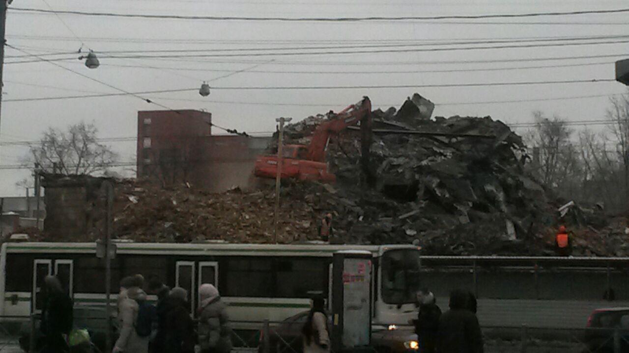 Полувековое здание кинотеатра «Спутник» на «Ломоносовской» полностью снесли. На его месте построят ТРЦ