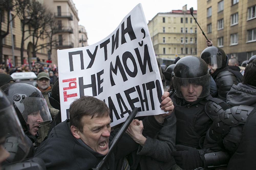 «Мы не скот — выборам бойкот»: как петербуржцы пять часов протестовали по всему центру города