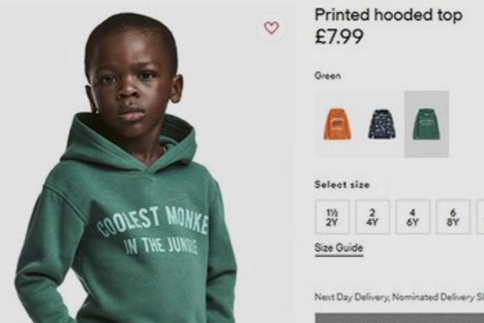 Музыканты и спортсмены обвинили H&M в расизме из-за фото темнокожего мальчика в толстовке «Крутейшая обезьяна в джунглях»