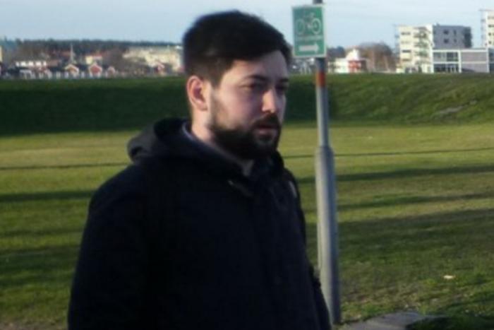 Петербургского журналиста Сергея Кагермазова увезли в СК из здания Закса. Ранее его пытались отправить в армию