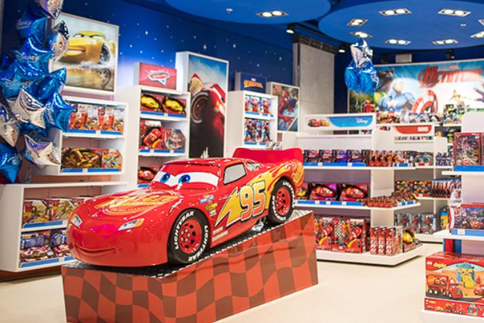 В «Галерее» открылся первый в Петербурге фирменный магазин «Диснея». Там можно купить игрушки по «Звездным войнам» и кинокомиксам Marvel