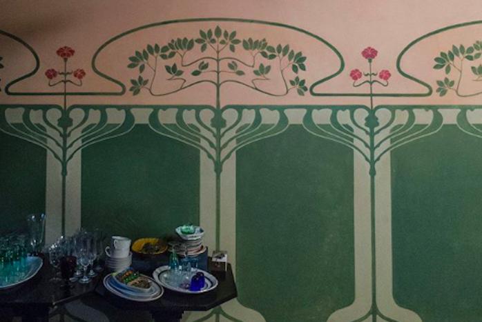 Как петербурженка обнаружилавквартире росписи начала ХХ века, 2,5 года реставрировала их за свой счет итеперь хочет открыть музей