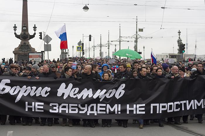 Смольный с третьего раза согласовал марш памяти Бориса Немцова