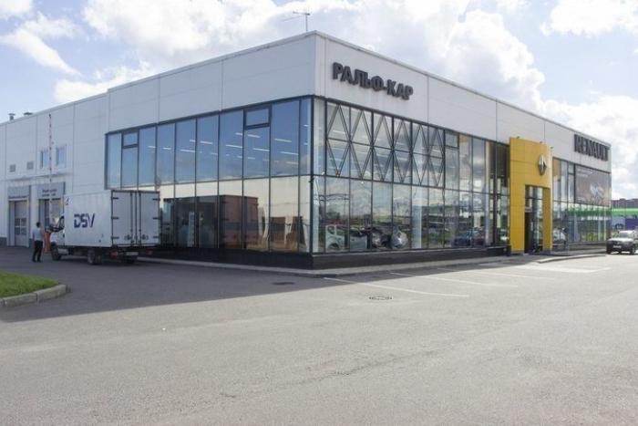 Петербургский дилер Renault закрыл автосалоны, не отдав клиентам оплаченные машины