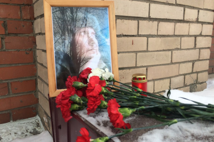 Петербуржец рассказал в трансляции, что его избили полицейские, вызванные женой. Этим же вечером он умер в отделе полиции. Что об этом известно. Обновлено