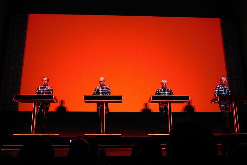 «Kraftwerk превратили музыку внастоящую динамо-машину»: история культовой электронной группы из Германии
