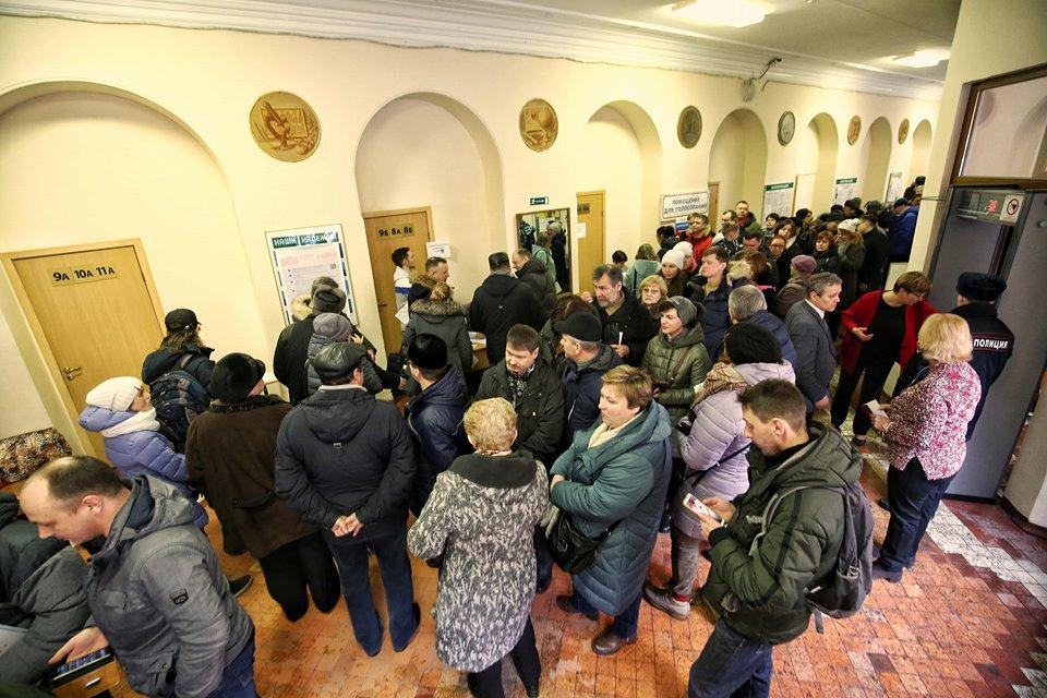 Переполненные избирательные участки и явка выше, чем в 2012-м: как прошли выборы в Петербурге. Одна фотография