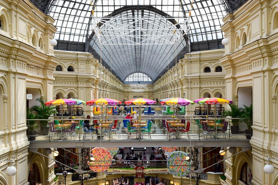 Почему Петербург вошел в топ дорожающих городов мира ивыгоднее ли жить в Москве? Объясняет экономист