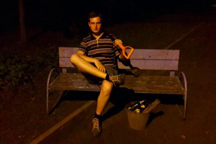 Депутату Даниилу Кену сократили срок ареста и отпустили из спецприемника. На суд его привезли в наручниках, заподозрив в попытке побега через окно машины