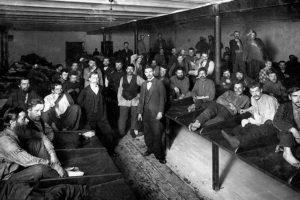 Как жили бездомные Петербурга XIX века, где в царской России ночевали секс-работницы и как революция изменила городские богадельни