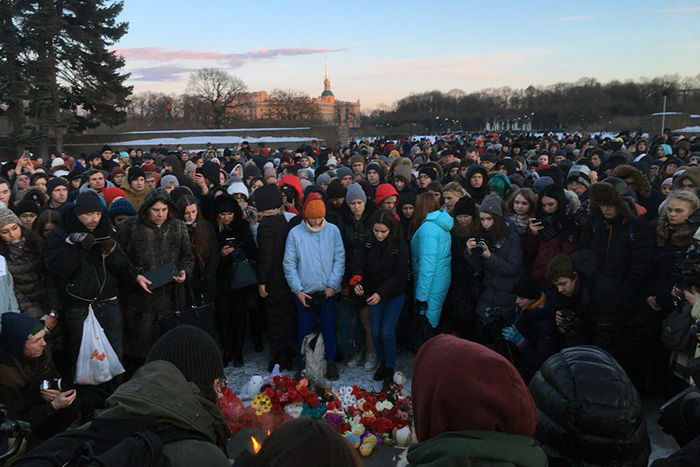 В Петербурге прошли акции памяти погибших в Кемерове. Онлайн
