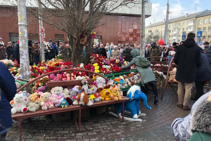 В России объявили национальный траур по погибшим в Кемерове