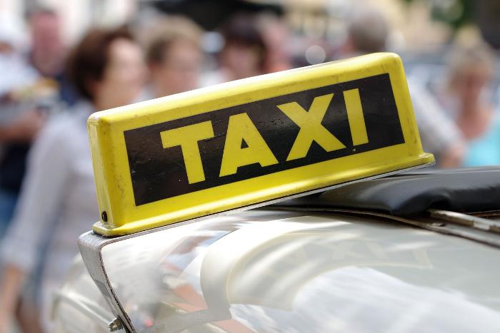 В Петербурге начал работать новый агрегатор такси, где цену поездки определяют пассажиры