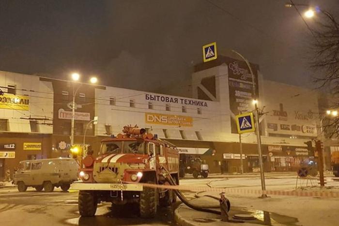 При пожаре в Кемерове погиб 41 ребенок. Об этом сообщили родственники жертв после осмотра морга