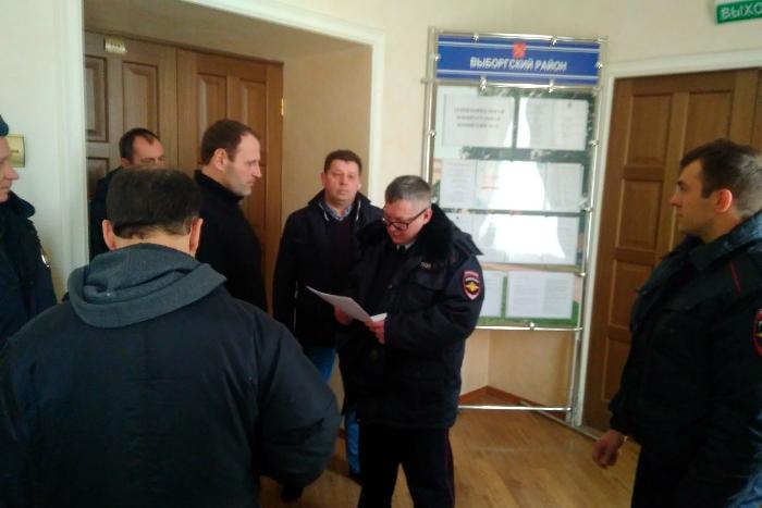 Депутат МО «Московские ворота» сообщил о своем задержании. Он пытался подать документы в ТИК, но председатель комиссии заявил на него в полицию. Обновлено