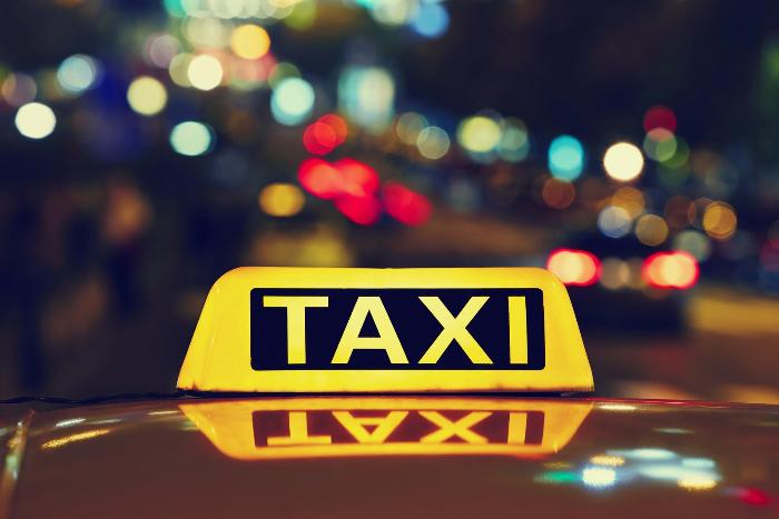 В Петербурге таксист изнасиловал и выкинул из машины пассажирку. Его задержали