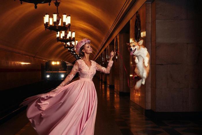 Балерины на «Кировском заводе» и корги на «Нарвской»: шесть кадров из фотопроекта об эстетике петербургского метро