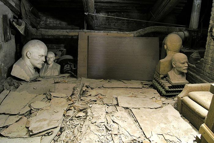 Полтавченко заявил, что ЕУ оставил Малый мраморный дворец в «безобразном состоянии». Университет показал, как здание выглядело в 90-е