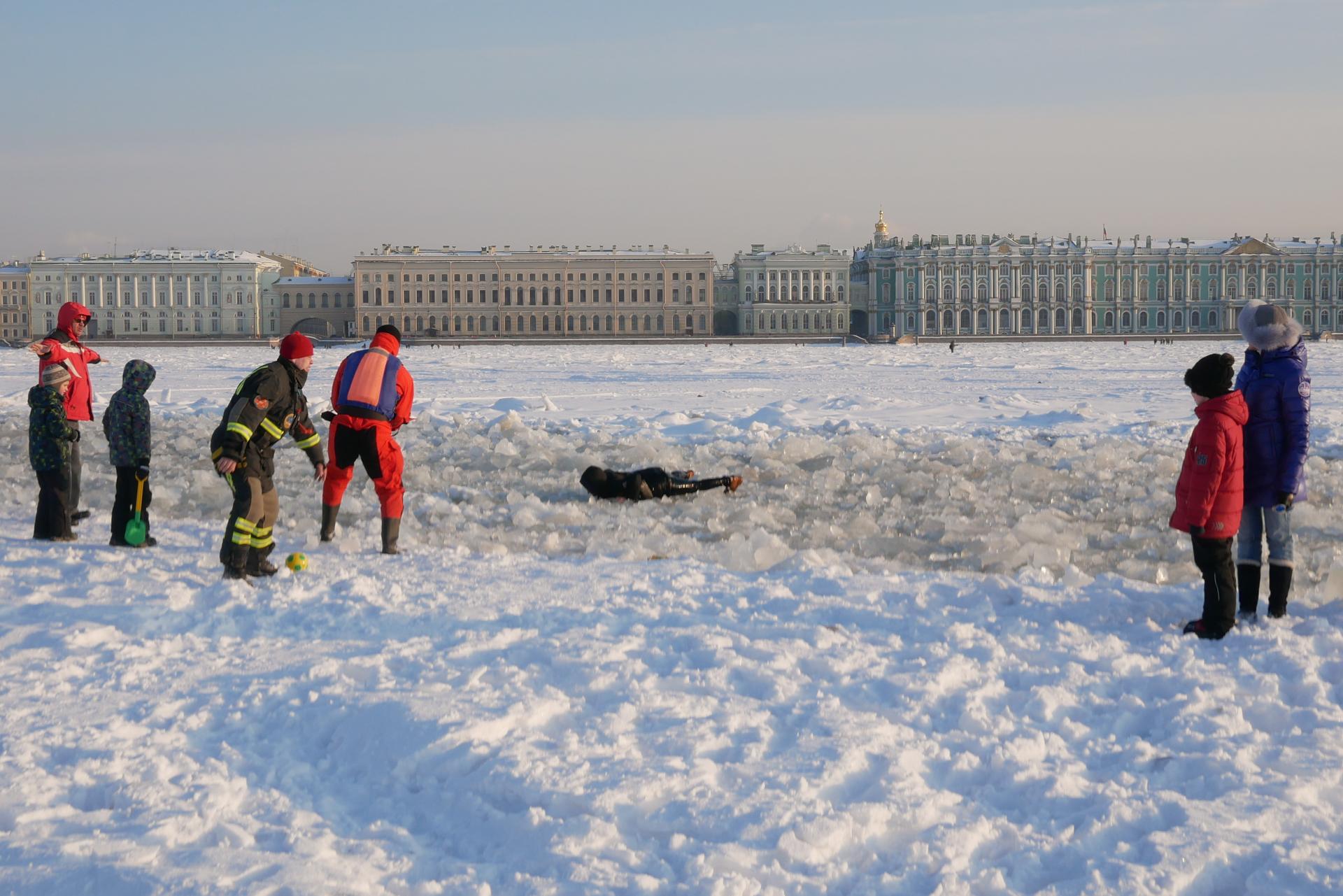 история как спасали на льду