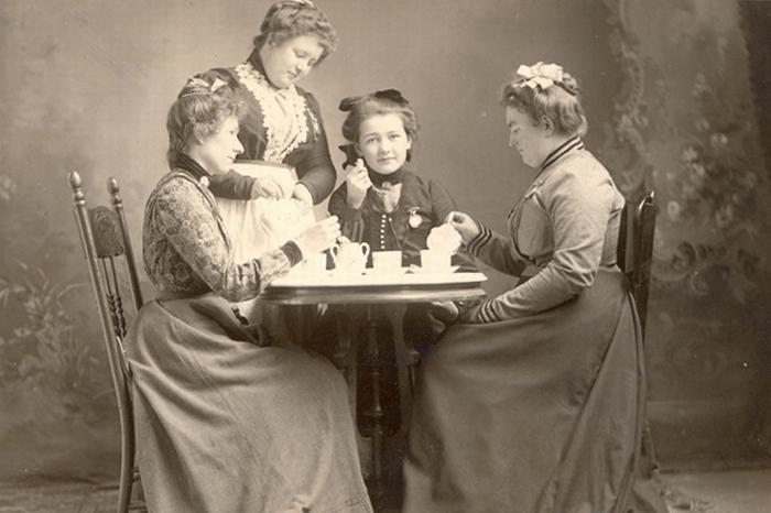 Какой чай пили аристократы ирабочие Петербурга, как заваривали напиток в XIX веке иктовыступал слекциями в первых чайных города