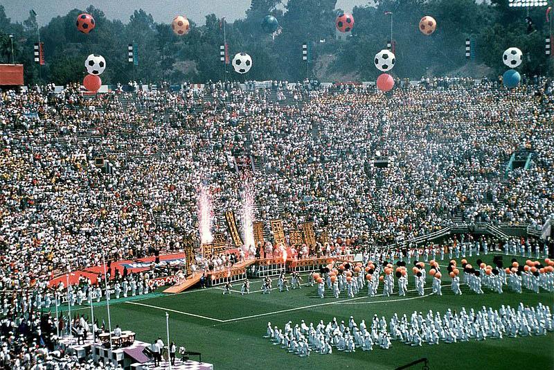 Почему первые футбольные соревнования прошли в Уругвае икак появились карточки и серии пенальти? Станислав Рынкевич рассказывает о главных чемпионатах мира по футболу