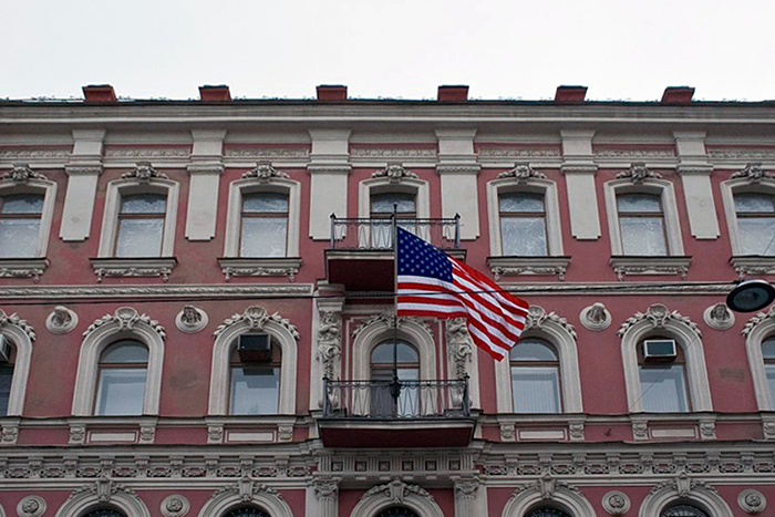 В Петербурге закрыли генконсульство США. Что известно о выдаче виз, программах обмена и высылке дипломатов