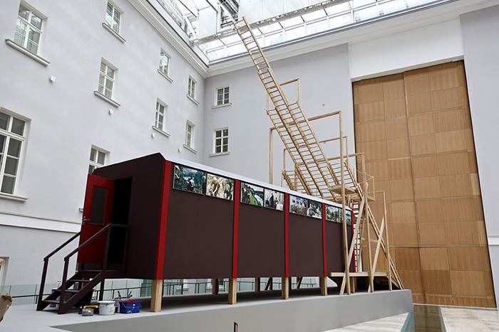 «Мы живем внутри тотальной инсталляции»: Эмилия Кабакова и Михаил Пиотровский — о страхе, коммуналках и искусстве, которое заставляет размышлять