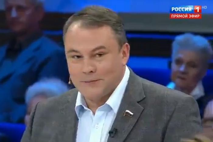 Вице-спикер Госдумы посоветовал россиянам «заваривать кору дуба» и пить «Боярышник» вместо американских лекарств