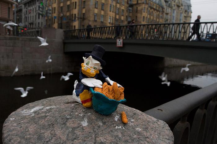 Уличный художник Hioshi, 6 лет сохраняющий анонимность, — осоциальном арте, вере в людей исудьбе своих работ