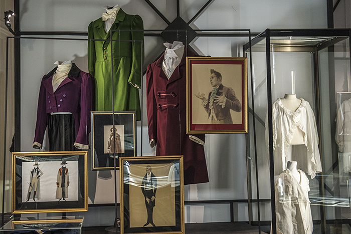 От жилета Пушкина до наусников: как одевались русские щеголи — навыставке «Красавец мужчина» вШереметевском дворце