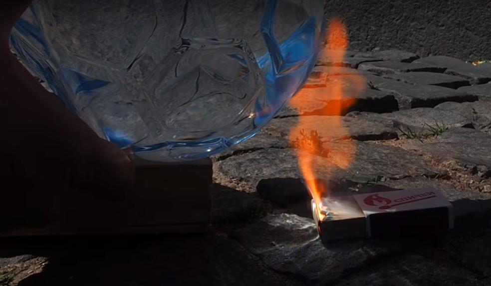 В продаже появилась вода «Святой источник» в виде футбольного мяча. Оказалось, из-за своей формы она может вызвать пожар