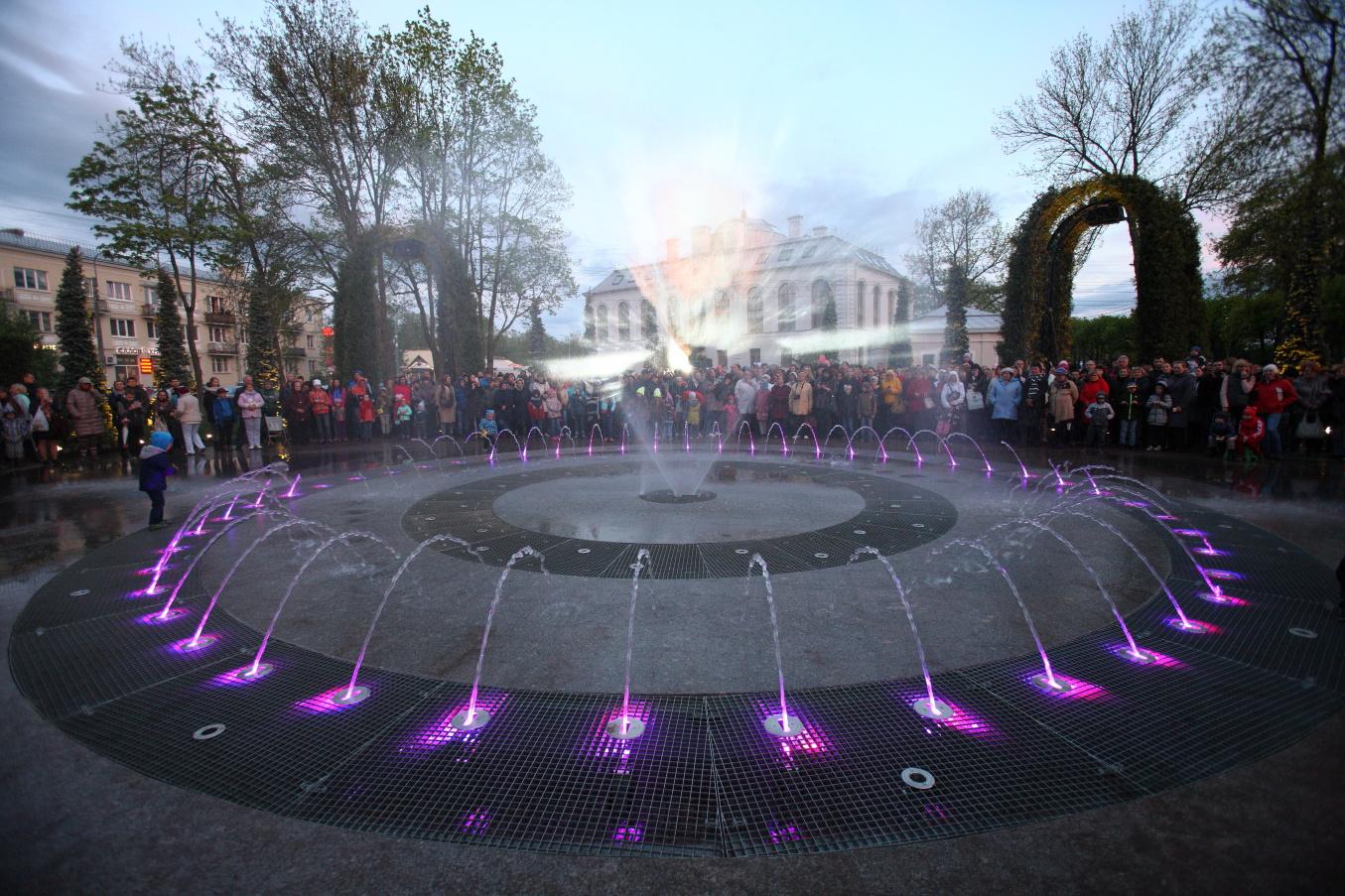 Светомузыкальный фонтан в Петергофе научат дымить и зажигать огни