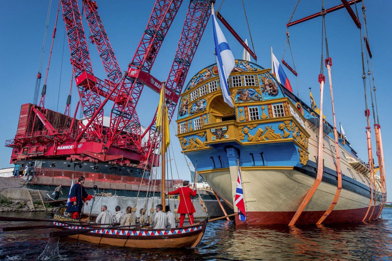 В Петербурге спустили на воду «Полтаву» — реплику военного корабля времен Петра I. Посмотрите, как строили судно и как оно выглядит сейчас