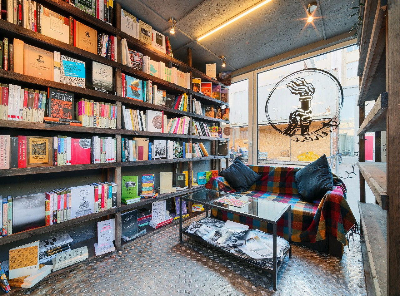 В «Этажах» закрылся независимый книжный магазин «Факел»
