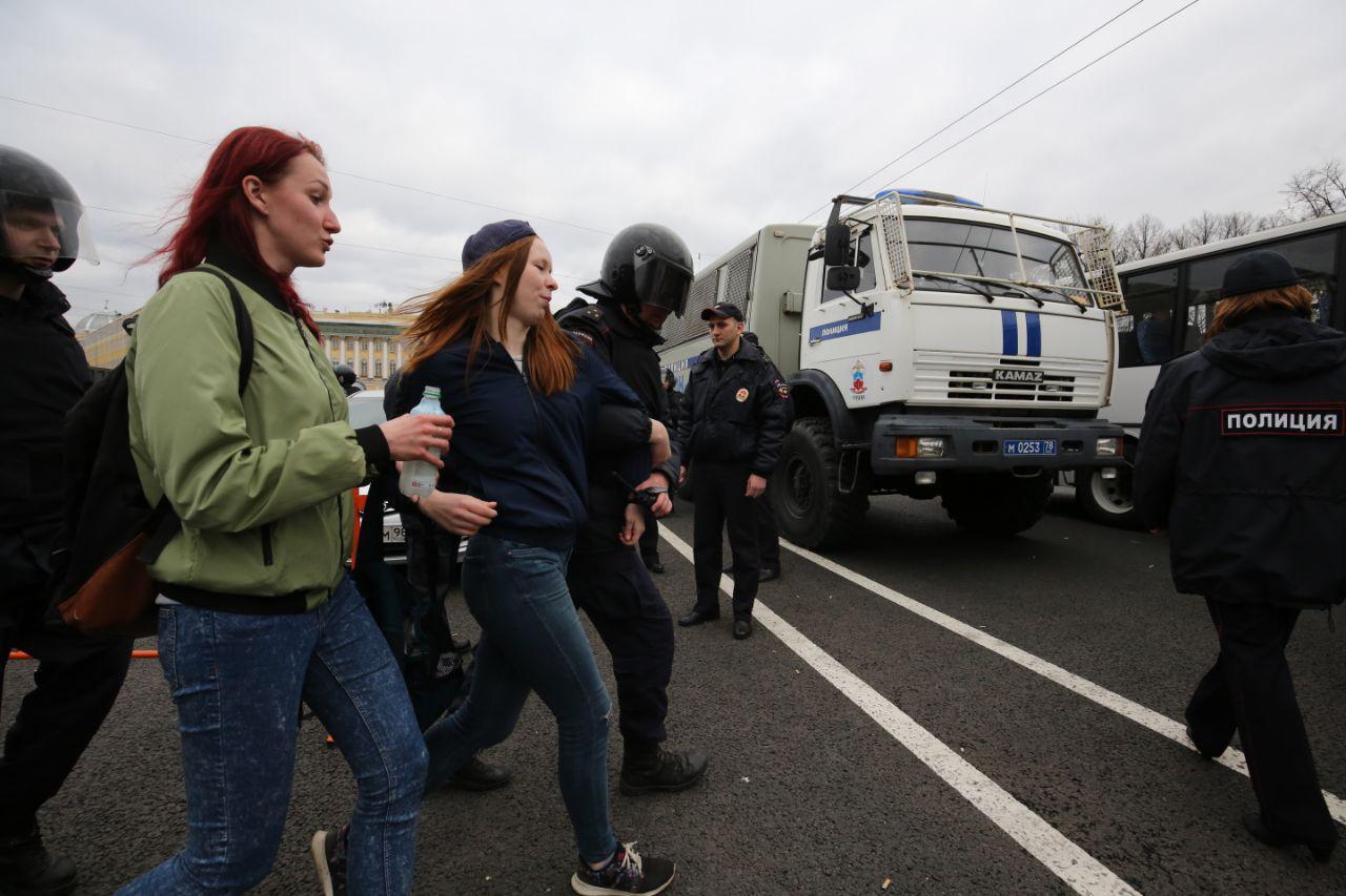 В Петербурге прошла протестная акция «Он нам не царь». Онлайн