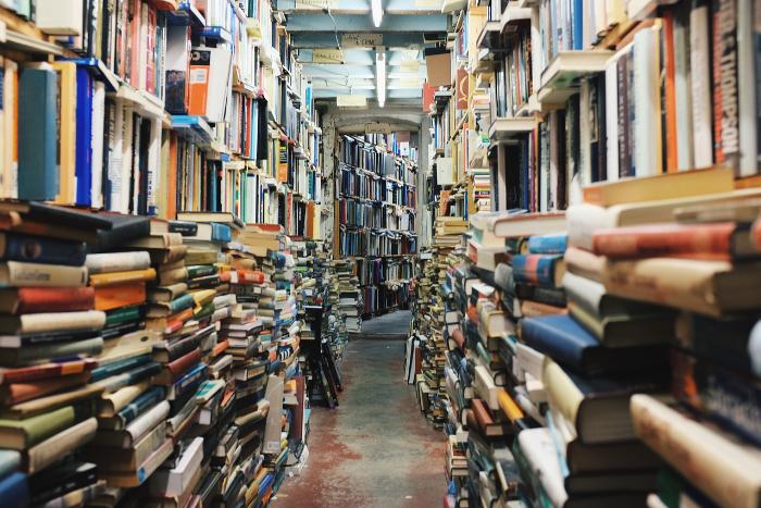 Петербургский социолог составил списки самых популярных книг у людей разных поколений