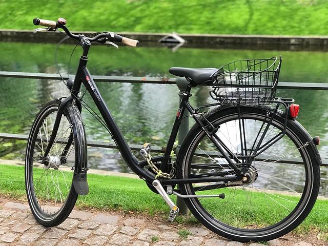На набережной Адмиралтейского канала и Большом проспекте Васильевского острова проложат велодорожки