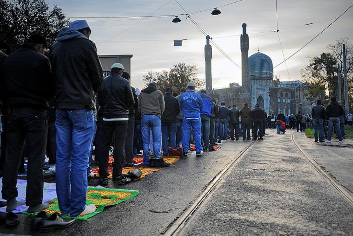 Из-за празднования Ураза-байрама перекроют Кронверкский проспект и на час закроют «Горьковскую» на вход