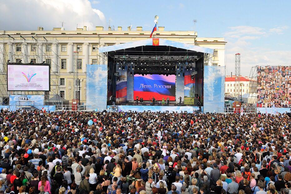 Как в Петербурге отпразднуют День России: парад цветов, фестиваль еды и перекрытый Невский