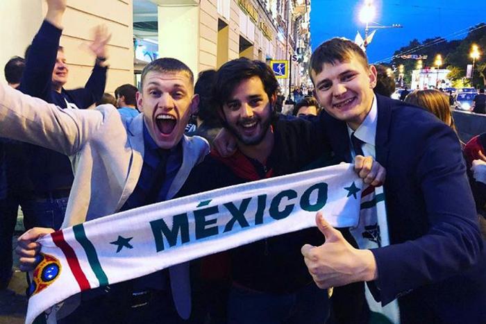 «Алые паруса» в Петербурге совпали с ЧМ. Футбольные болельщики веселились вместе с выпускниками!