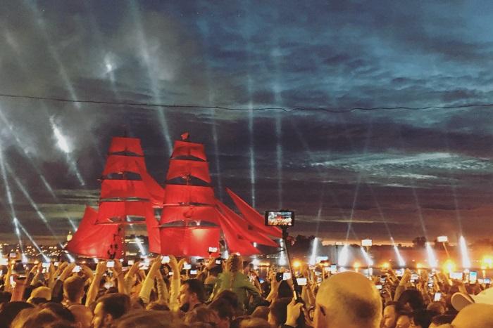 На «Алые паруса» в Петербурге пришли 1,2 млн человек