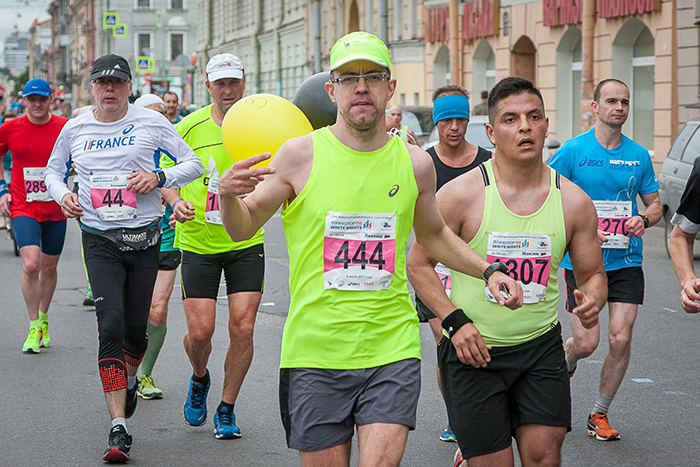 Пробежать Нью-Йоркский, Афинский и еще 30 марафонов по всему миру и семь лет участвовать в международных забегах, несмотря на проблемы со слухом и зрением