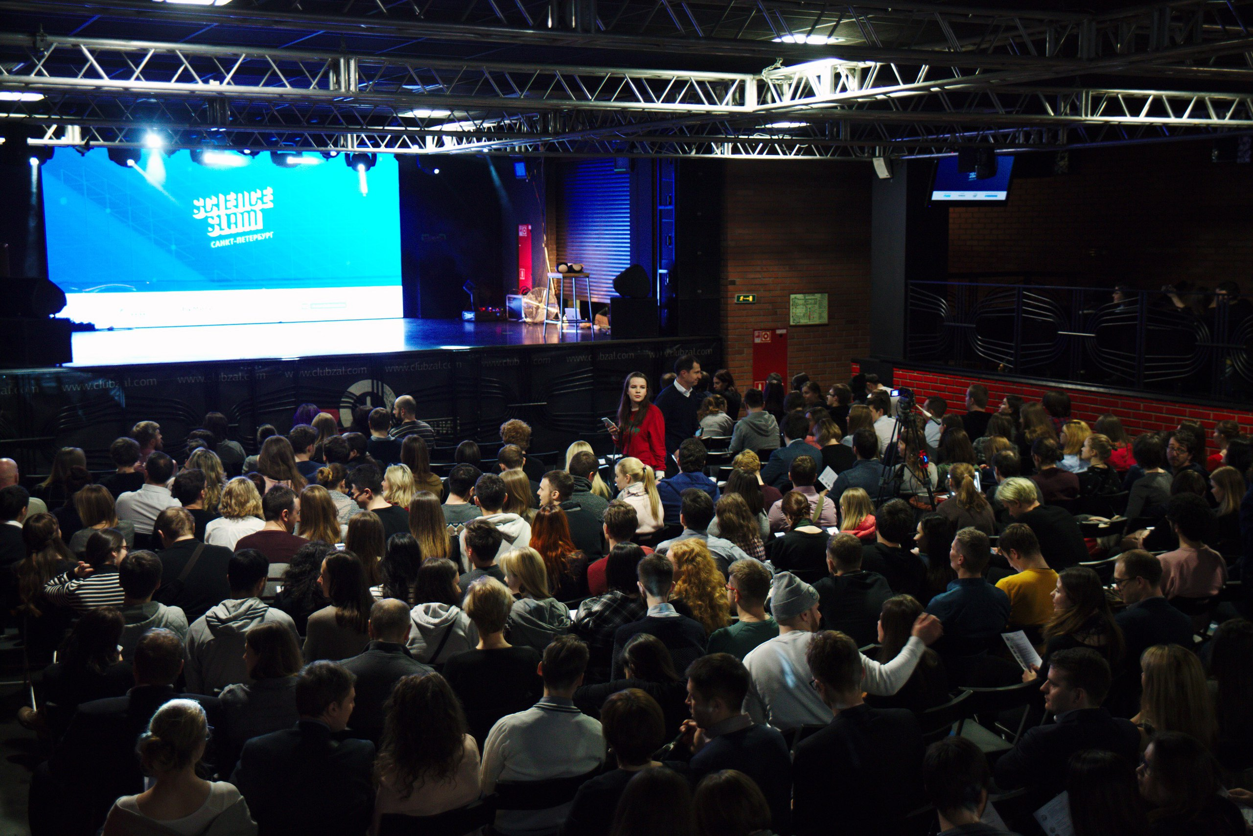 «Бумага» проведет Science Slam в Петербурге. Молодые ученые расскажут о стрессе, шизофрении и языках в Индии