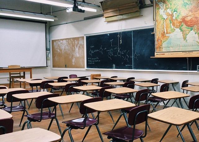 В «Весне» рассказали, что их активистам не дали стипендии на вручении аттестатов в петербургской гимназии из-за участия в протестных акциях